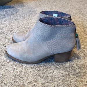 Toms Tan suede Leila short ankle bootie boots 7.5